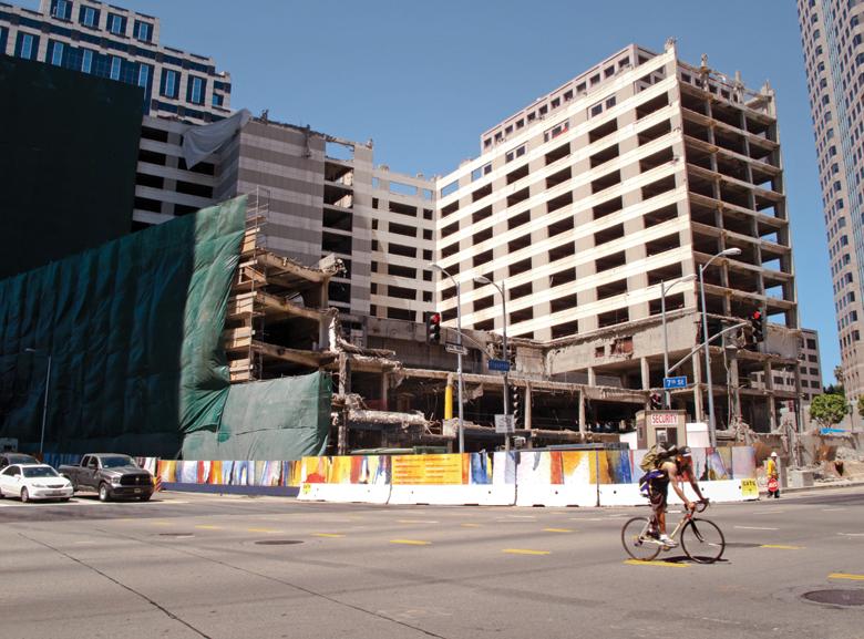 wilshire-grand-hotel-demolition-1